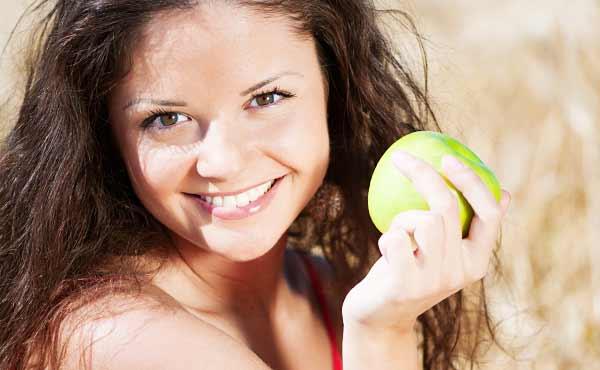 歯の黄ばみを予防して真っ白な歯をキープする方法