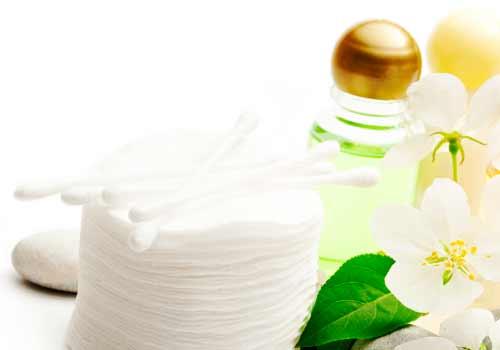 綿棒と化粧水