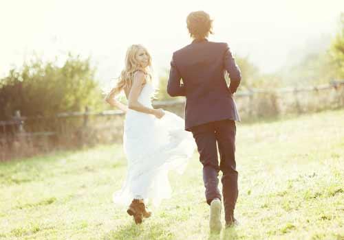 花嫁を追いかける花婿