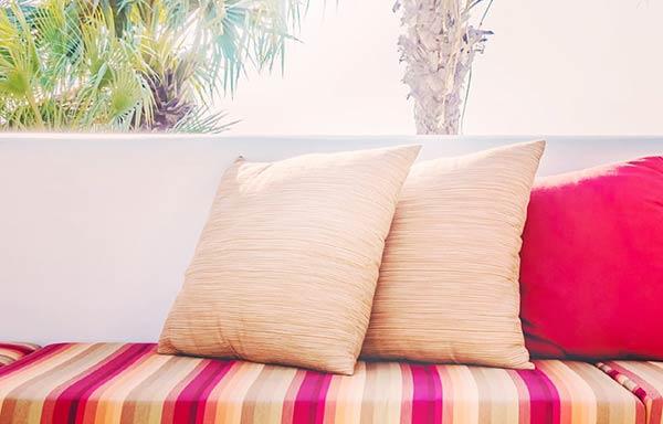 ソファーの上のクッション