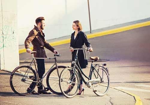 道端で出会う男と女