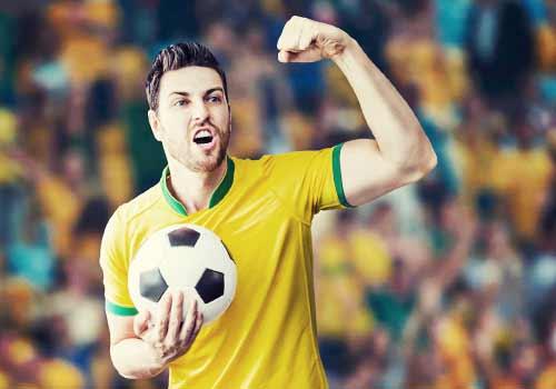 サッカーをする男