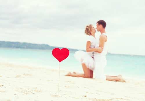 海辺で愛し合う男と女