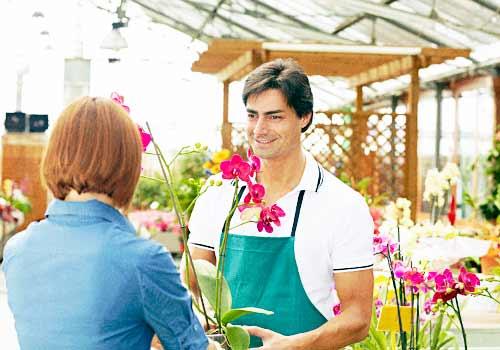 花屋の店頭のお兄さん