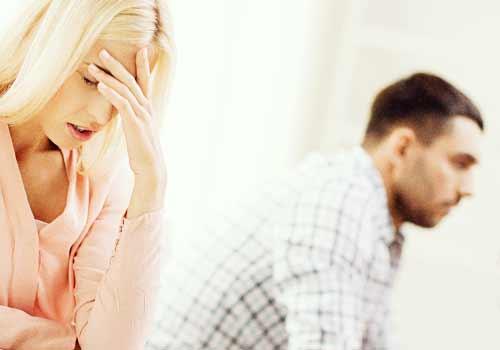無反応な男性に後悔する女性