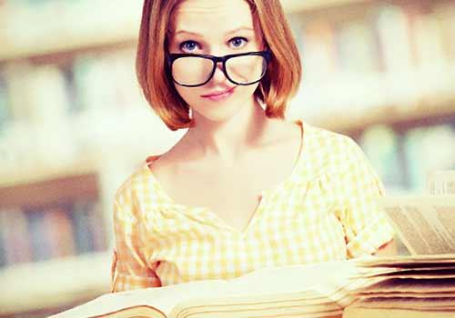 本が読めない女性