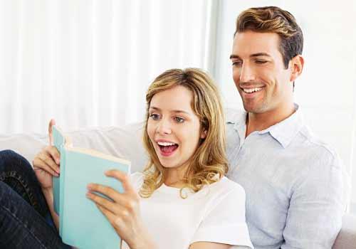本を読む恋人たち