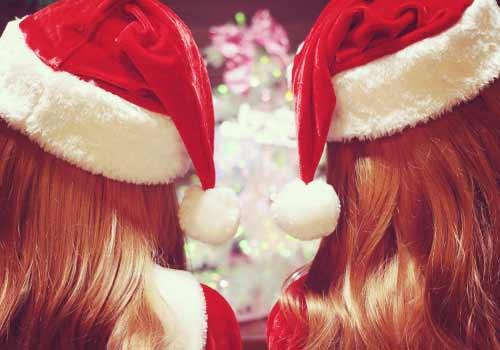 サンタの格好をした女2人