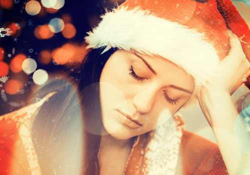 クリスマスに泣く女性
