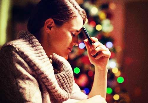 クリスマスを一人で過ごす女