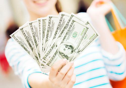お金を持っている女