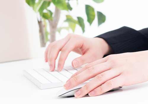右手でキーボードを使う