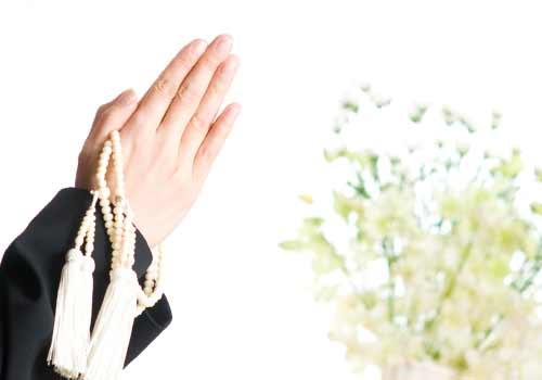 数珠を持つ手