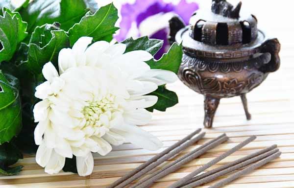 線香と供花