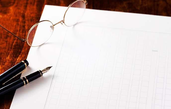 万年筆と原稿と眼鏡