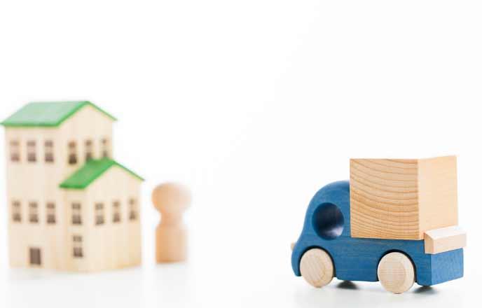 おもちゃの家とトラック