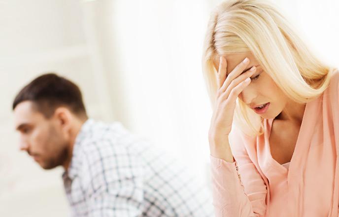 夫の態度に悩む女性
