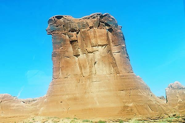 雄大で温厚なイメージの岩です