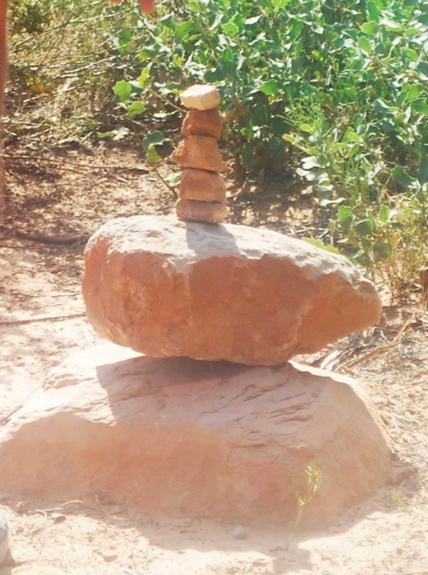 ホントに積みあがった岩がありました