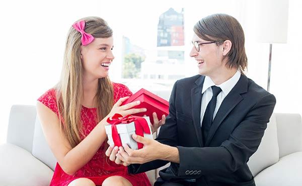 就職祝いプレゼント・新社会人に喜ばれる男女別アイテム