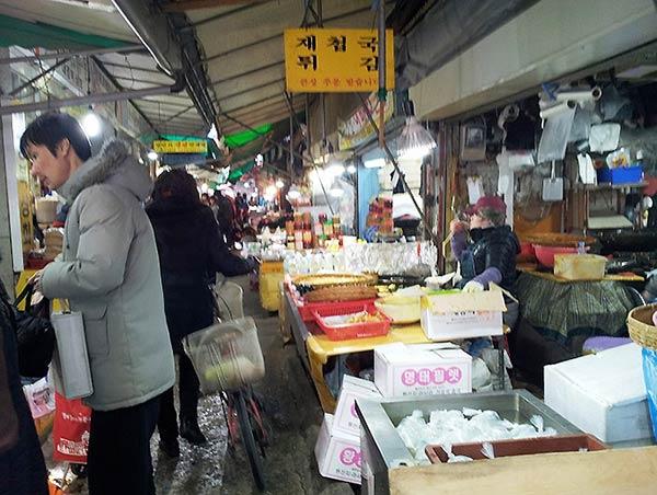 シジャンと言って韓国では市場というんです