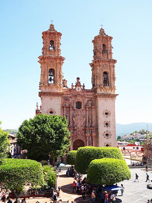 タスコのシンボル「サンタプリスカ教区教会」