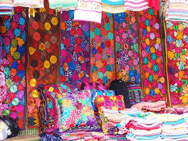 模様が美しい布、着物や浴衣に似合いそうかも