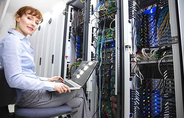 ネットワークエンジニアの女性