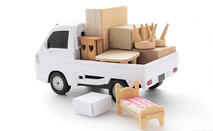 荷物を詰め込んだトラック