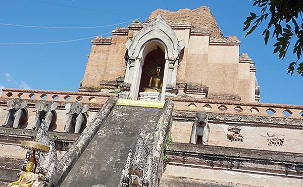 チェンマイ観光・人気の名所で寺院やゾウを見てきました