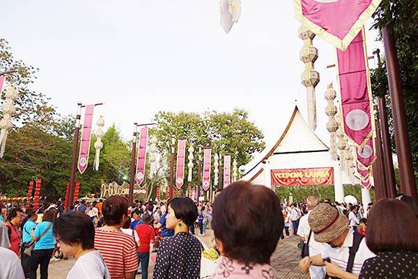 ここが「コムローイ祭り」の入り口です!