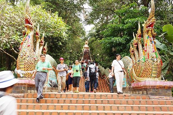 寺院は靴下で歩くといいですよ