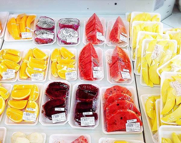 食べやすいサイズにカットされた南国フルーツ