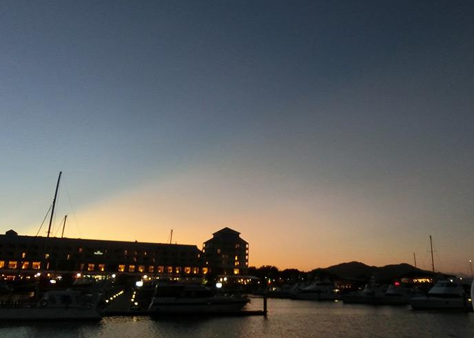 夕暮れが美しいケアンズの夜景