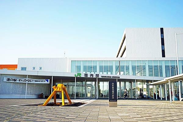 稚内駅に黄色いモニュメントを発見