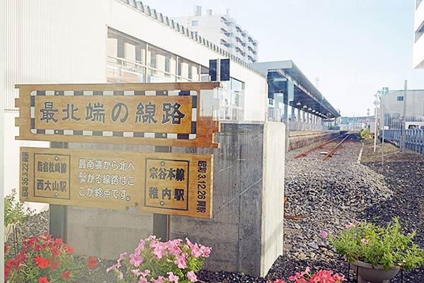 車窓から見る稚内駅の鉄道