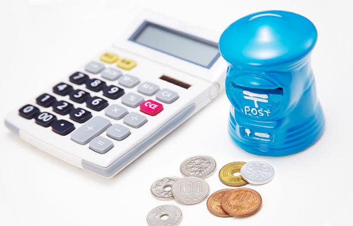 貯金箱と電卓と小銭