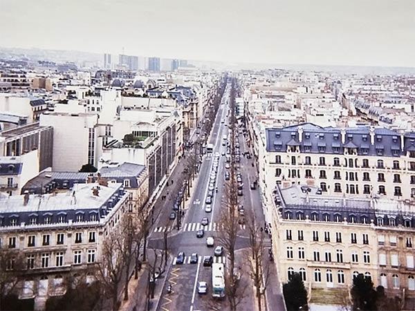 凱旋門の上から街を見下ろしてみる