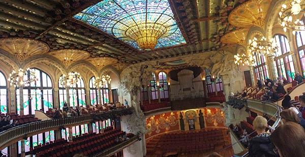 広々としたカタルーニャ音楽堂