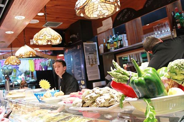 市場バル「El Quim De La Boqueria」で、お食事してきました