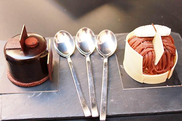 おいしそうなチョコレートケーキですね
