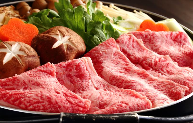 鍋に入った牛肉