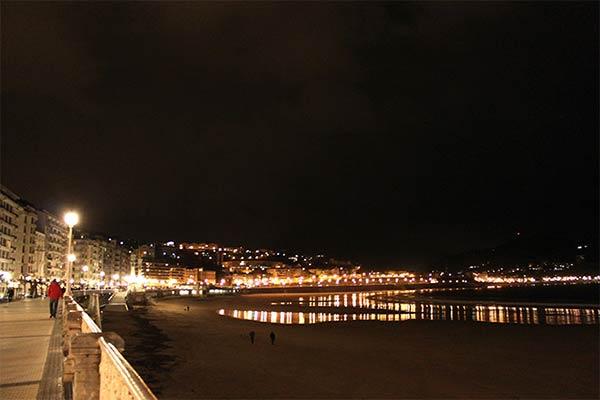 夜景がきれいなコンチャ海岸