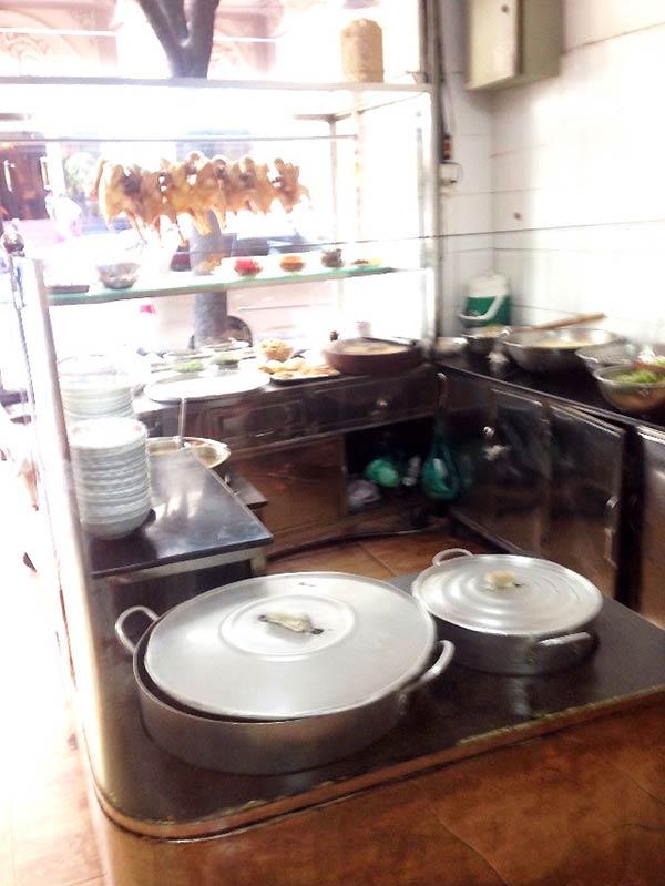 シンプルだけどキレイな厨房