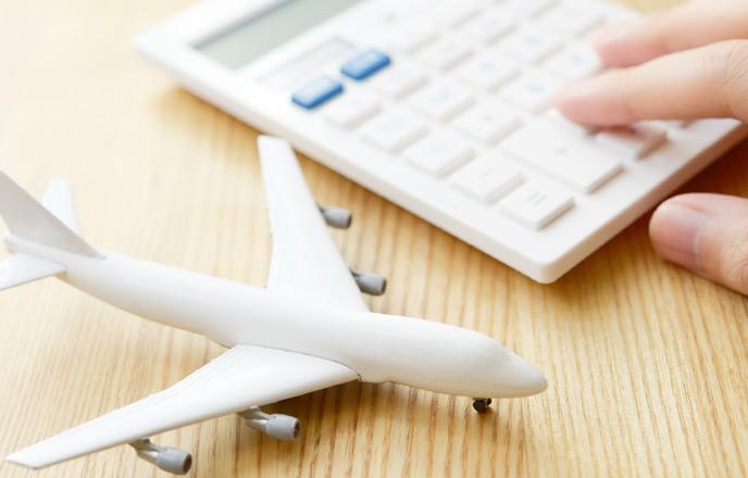 飛行機の模型と電卓
