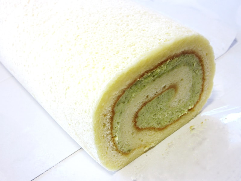 ずんだの緑が入ったロールケーキ