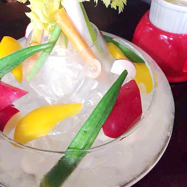 カラフルな野菜のバーニャカウダ