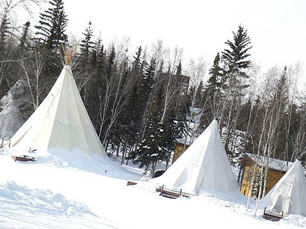 このテントみたいなのはティーピと言います