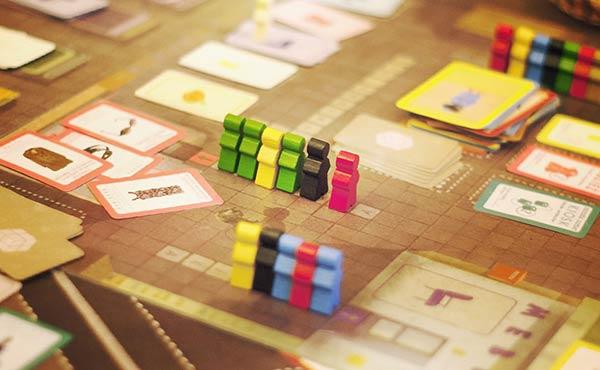 アナログゲーム・大人も子供もハマる好奇心をくすぐる遊び