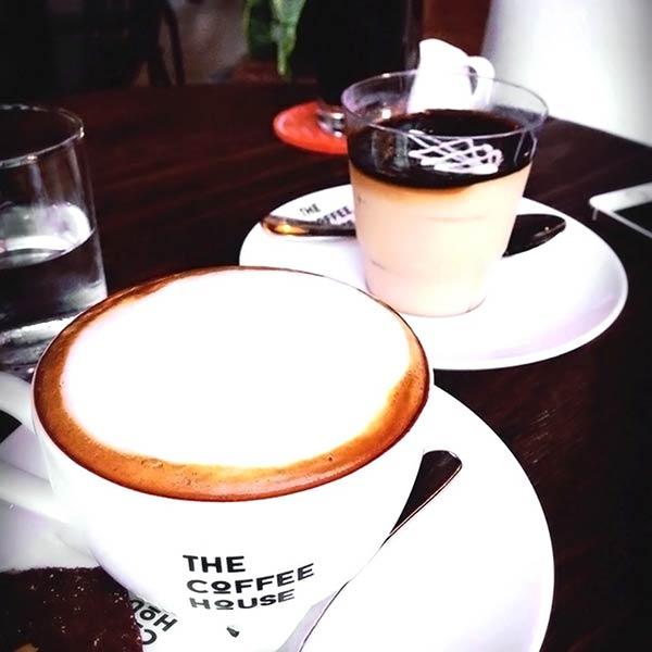 カプチーノとコーヒームース